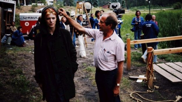 David Bowie with Roeg on the set of The Man Who Fell to Earth