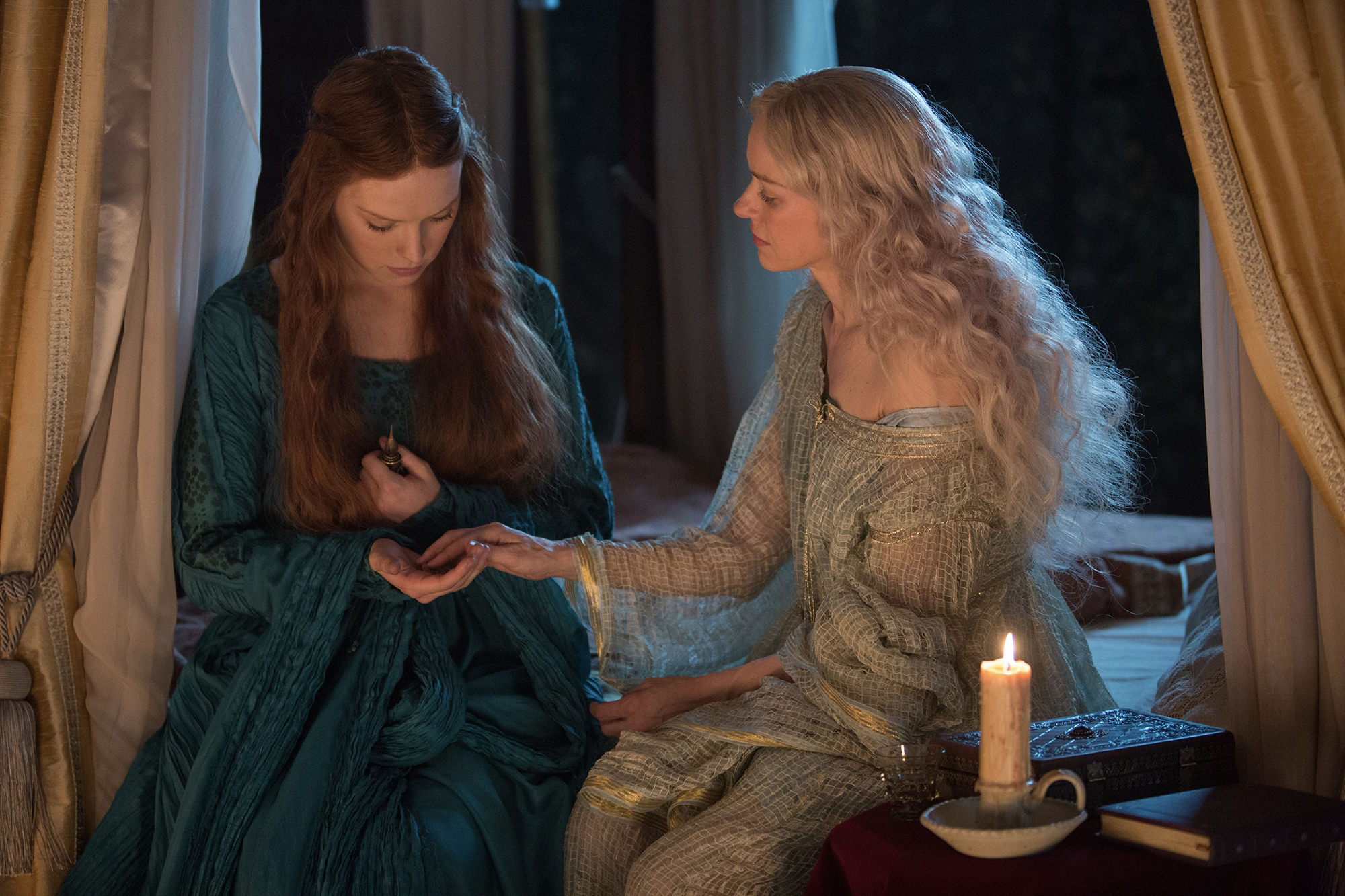 Daisy Ridley and Naomi Watts in Ophelia